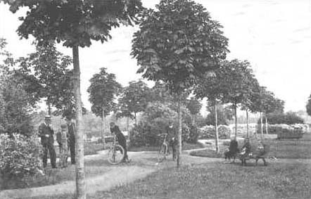 The public park at the beginning of the 20th century